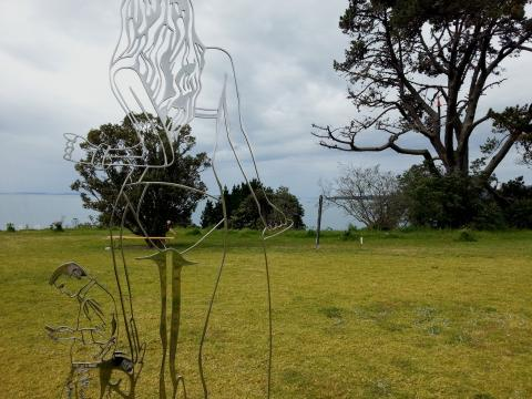 Anah Dunsheath, Communication Breakdown 2012, NZ Sculpture OnShore 2012; photo by Rob Garrett