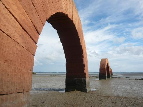 Andy Goldsworthy Arches 2005, pink leadhill sandstone blocks stacked into 11 freestanding arches each arch 7m long photo by Rob Garrett