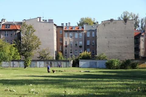 Apartments, garages and park on Krowoderska Street; photo by Instytut Kultury Miejskiej