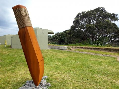 Bruce Young, Te Hamo 2012, NZ Sculpture OnShore exhibition 2012; photo by Rob Garrett