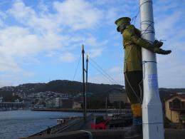 Guerrilla sculpture in Wellington commemorating NZ WWI conscientious objectors (anonymous); photo courtesy of Peace Action Wellington
