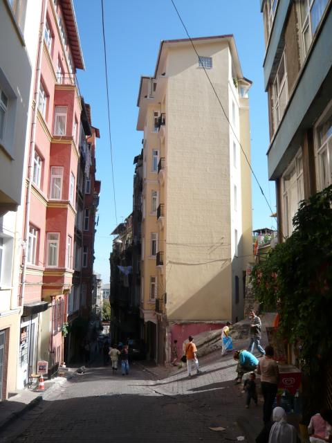 Back streets, Tünel, Istanbul, photo by Rob Garrett