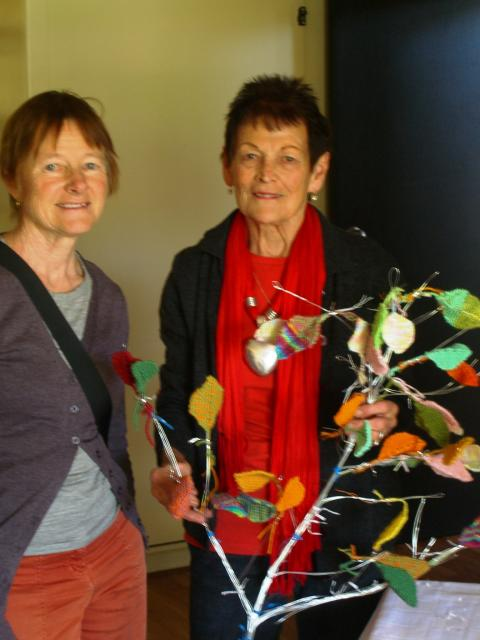 Juliette Laird with Marysia Jaskiewicz (one of the 733 refugee children) who knitted 80 leaves; photo by Juliette Laird