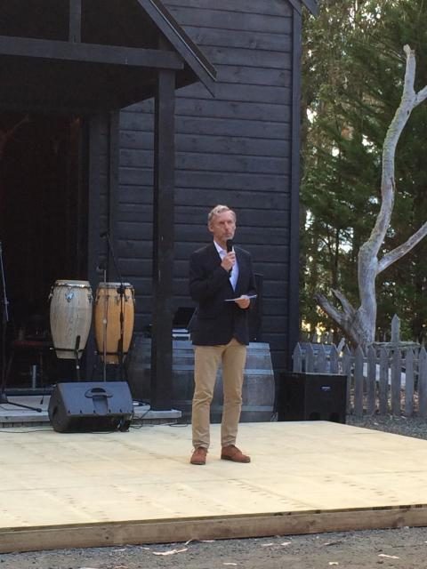 Rob Garrett speaking at the unveiling of Marijke de Goey, Tango Dancers 2014; photo by Gill Gatfield