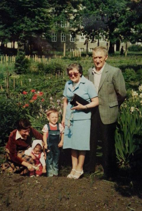 Three generations of the Pawłowicz family, Dlugie Ogrody gardens, 1980s; photo by Roman Pawłowicz and courtesy of the Pawłowicz family